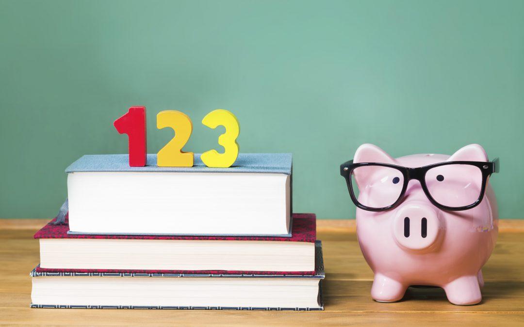 Cerdito rosa y libros sobre Educación Financiera